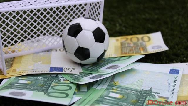 Đầu tư cá độ bóng đá như con dao 2 lưỡi vừa đem đến lợi ích tốt nhưng cũng khiến cho người chơi trở thành con nợ nếu như chơi sai cách